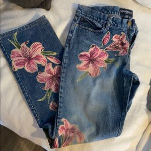 Jeans with hand painted pink flowers 🌸